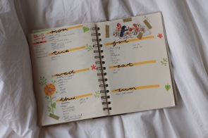summer bullet journal weekly spread - yellow with flowers