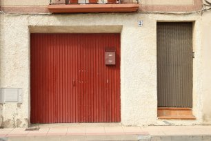 street photography spain red door minimal
